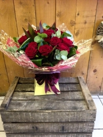 12 x High Quality Red Roses.